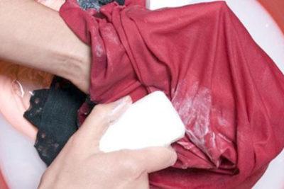 Etiquetas das roupas: aliadas na remoção de manchas