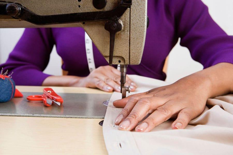 Ao montar sua confecção, lembre-se de divulgá-la através das etiquetas para roupas | Sansil Etiquetas Bordadas