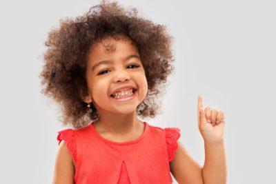 Ler com atenção as etiquetas das roupas infantis é fundamental