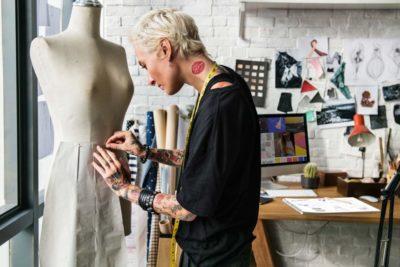 Sua marca nas etiquetas para roupas: lance moda, mas não se esqueça da sua assinatura