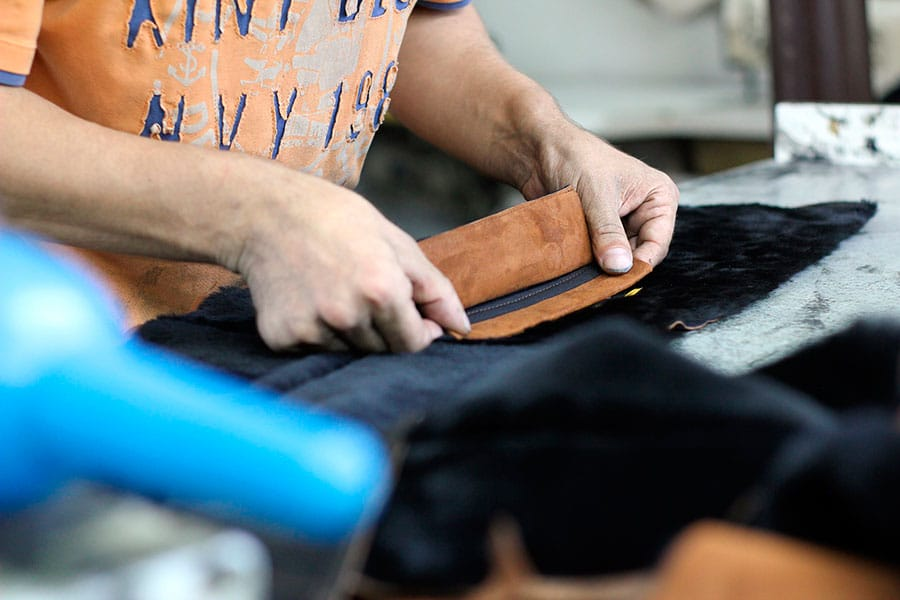 Localização, infraestrutura, etiquetas para roupas: saiba do que você precisa para abrir uma confecção | Sansil Etiquetas Bordadas