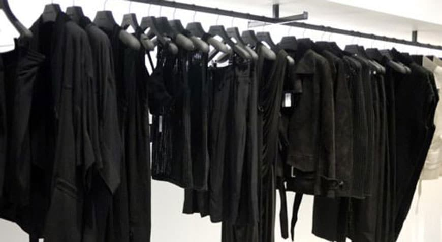 Cinco truques para cuidar melhor das roupas pretas   Sansil Etiquetas Bordadas