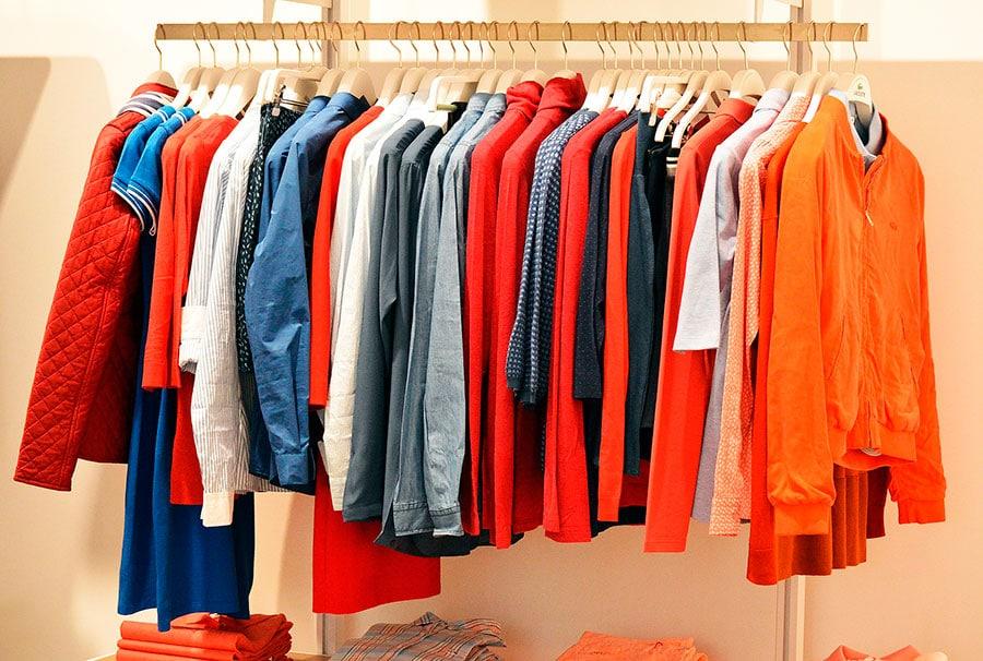 Como identificar, durante a compra, se é roupa de qualidade | Sansil Etiquetas Bordadas