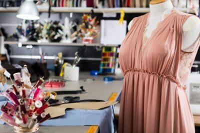 Como é feita a fiscalização das etiquetas para roupas?
